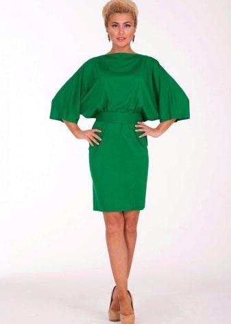 Зеленое платье летучая мышь средней длины