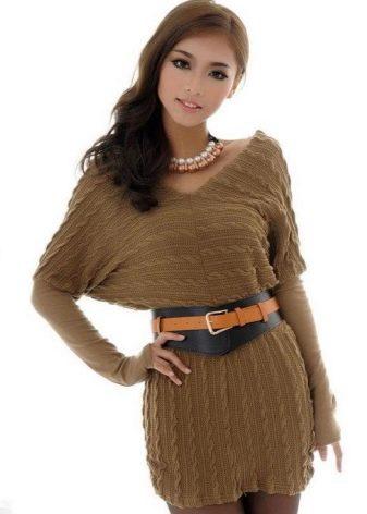 Вязаное платье летучая мышь горчичного цвета с V-подобным вырезом