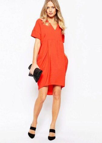 Платье-мешок яркого оранжевого цвета