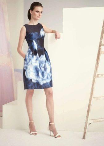 Синее средней длины платье с юбкой колокол