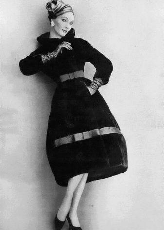 Платье с юбкой колокол прошлых времен