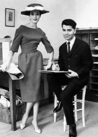 Платье с юбкой колокол 1950г