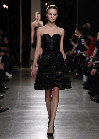 Черное платьебюстье с юбкой колокол средней длины