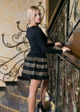 Длинный рукав на коротком платье с юбкой колокол