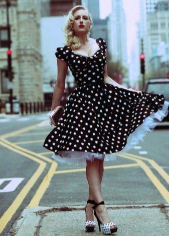 Черное платье в белый горошек с сногослойной юбкой солнце