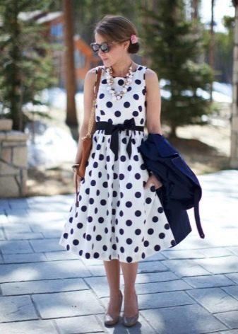 Белое платье в синий горох с юбкой солнце