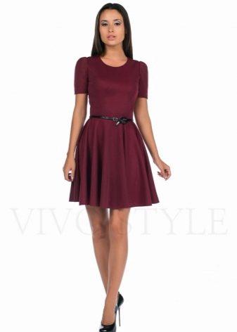 Бордовое короткое платье с юбкой солнце