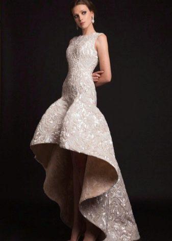 Вечернее платье с заниженной талией с асимметричной юбкой