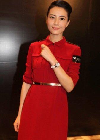 Красное платье в стиле милитари