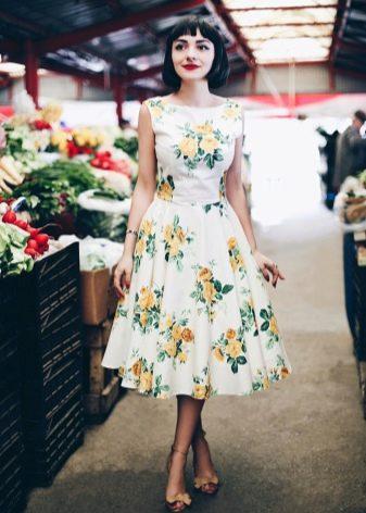 Цветочный принт на платье с пышной юбкой в стиле 60-х