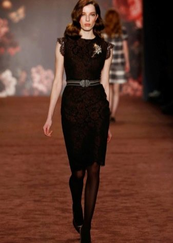 Платье футляр в стиле ретро