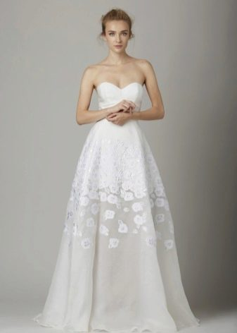 Приталенное  платье свадебное пышное