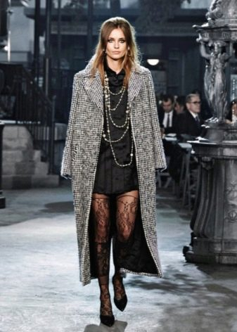 длинное пальто к короткому коктейльному платью