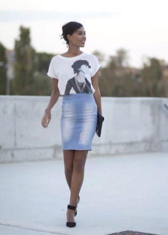 Джинсовая юбка карандаш выше колена