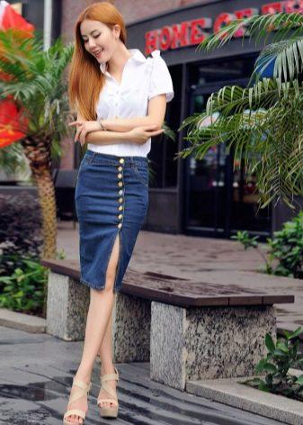 джинсовая юбка карандаш на пуговицах  с разрезом