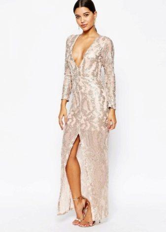 Бежевое блестящее платье в пол