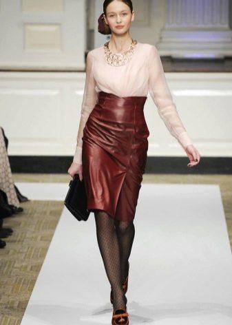 Коричневая кожаная юбка карандаш с завышенной талией