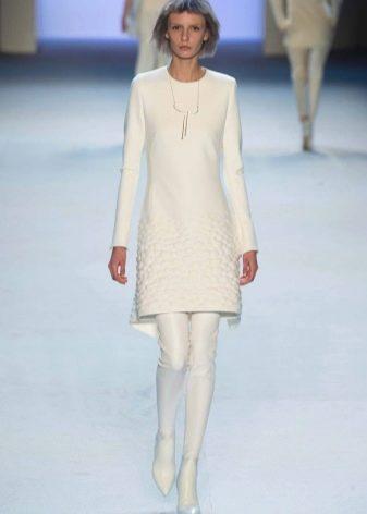 Модное белое платье сезона осень-зима 2016 года