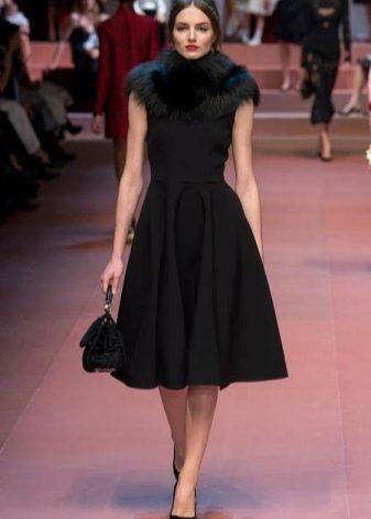 Модное платье  сезона осень-зима 2016 года с меховым воротником