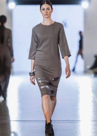 Модное трикотажное платье сезона осень-зима 2016 года