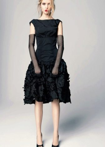 Выпускное платье с перчатками