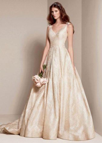 свадебное платье из парчи цвета топленого молока