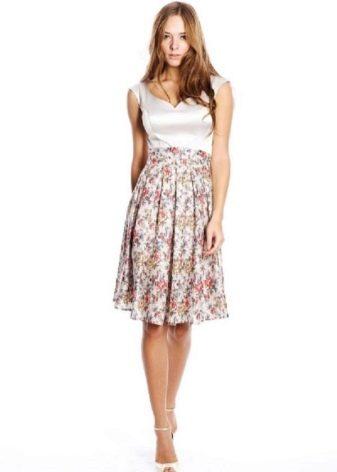 короткое нежное  платье из сатина