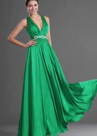 зеленое струящееся платье из сатина