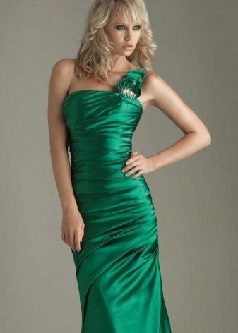 зеленое платье из сатина на одно плечо