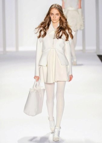 Плотные белые колготы к белому платью