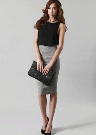 Трикотажная серая юбка с завышенной талией