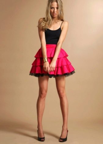 Короткая юбка с воланами