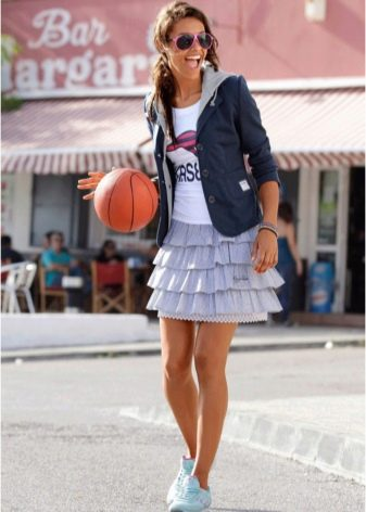 юбка с воланами на стройную девушку
