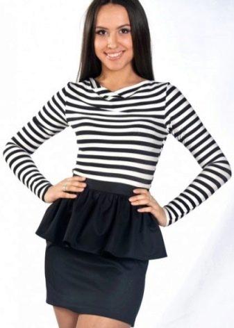черная юбка с воланом на талии