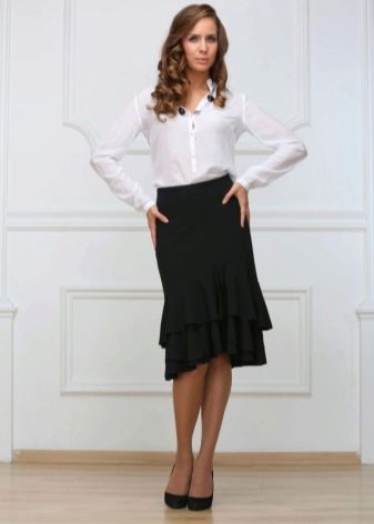 черная юбка-карандаш с воланами