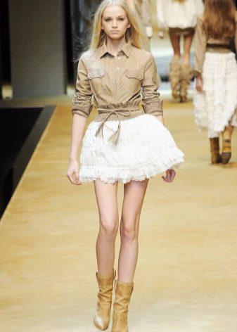 белая пышная мини-юбка с воланами