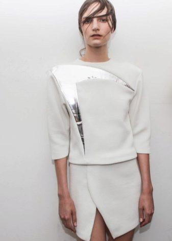 Асимметричная юбка и минимум аксессуаров