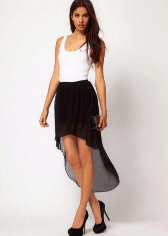 Черная юбка со шлейфом