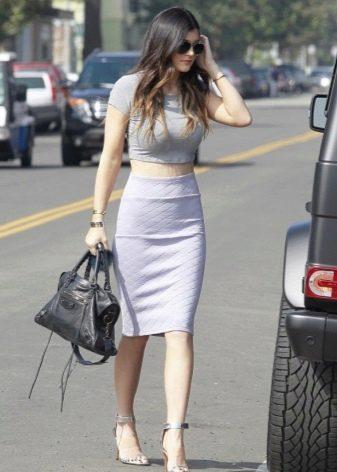 белая юбка-карандаш  с широким поясом