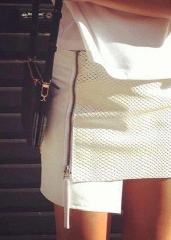 ассиметричная юбка-карандаш из белой кожи