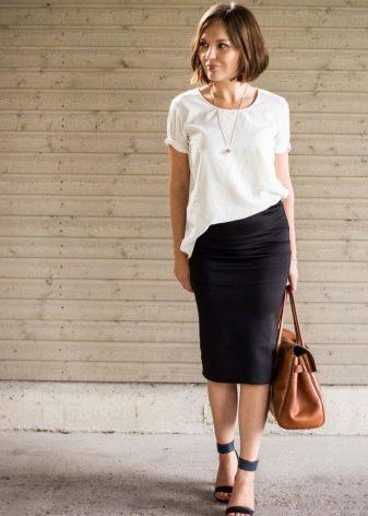 Черная юбка карандаш в сочетание с белой блузой