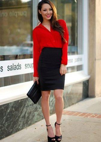 Черная юбка карандаш с яркой красной рубашкой