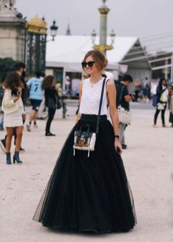 Длинная юбка в пол черного цвета