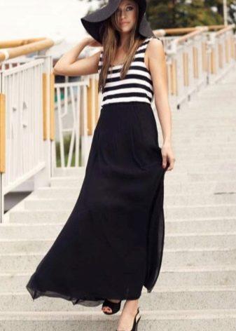 Длинная юбка полусолнце в сочетании с полосатой майкой и шляпой