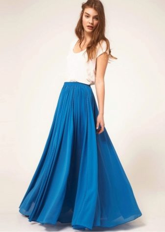 Синяя длинная юбка в пол