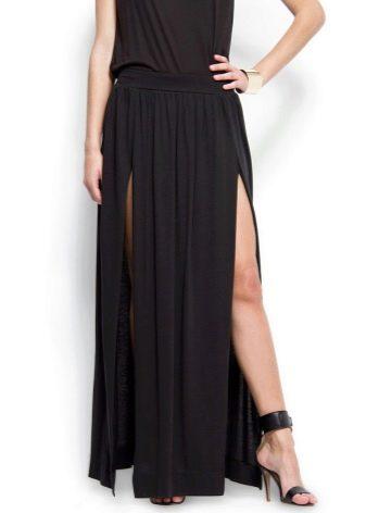 длинная черная юбка с изящными босоножками