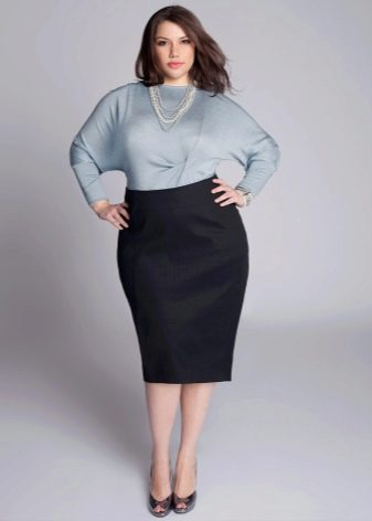 юбка-карандаш с серым пуловером
