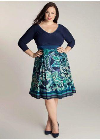 А-образная юбка с орнаментом для полных женщин