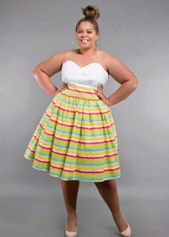 яркая расклешенная юбка для полных женщин