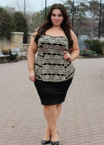 Юбка черного цвета для девушки с фигурой типа Яблоко